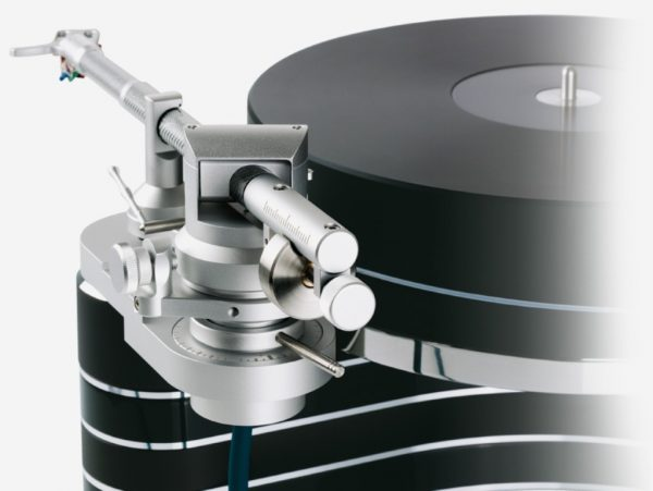 Clearaudio Universal Tonearm On Black Innovation Turntable