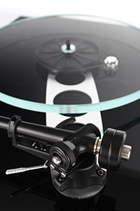 Rega Planar 3 2016 Gloss Black RB330 Tonearm and Hub Detail